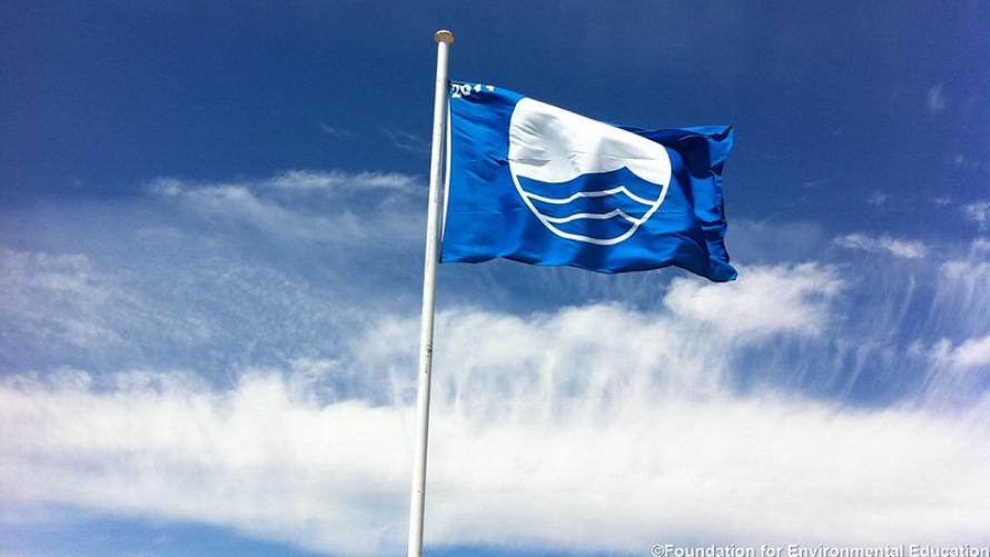 Błękitna flaga dla Grzybowa i Dźwirzyna